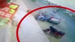 டூவீலர் மீது கார் மோதியதில் தூக்கி வீசப்பட்ட சேல்ஸ்மேன்... அந்தரத்தில் பறந்து சென்ற அதிர்ச்சி வீடியோ