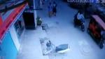 திருந்த மாட்டாங்க... குடிபோதையில் எஸ்ஐ செய்த காரியம்... வீடியோ பாக்கறப்பவே ஒடம்பு நடுக்கம் எடுக்குது