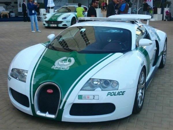 dubai police buys bugatti veyron tamil drivespark. Black Bedroom Furniture Sets. Home Design Ideas
