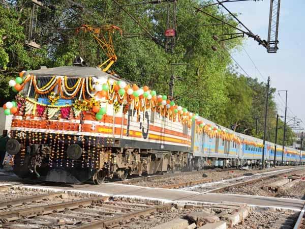 இந்தியாவின் டாப் 10 அதிவேக ரயில்கள்- புதிய பட்டியல்!