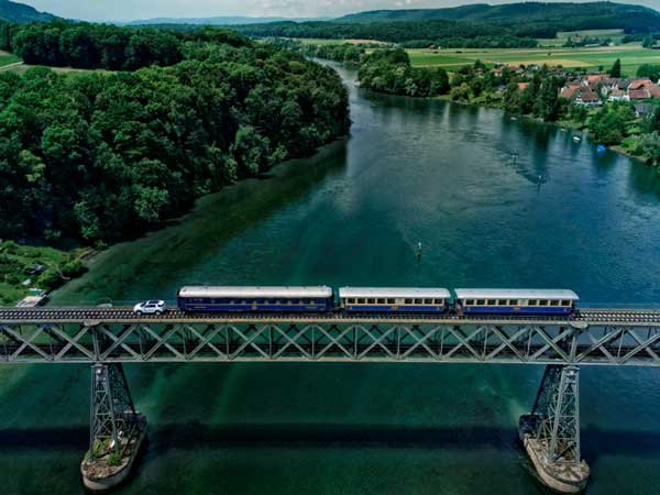 land-rover-discovery-sport-pulls-100-ton-weight-train-switzerland