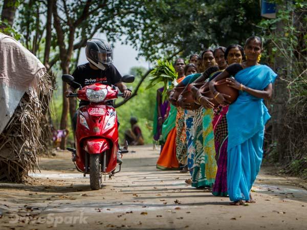 பொங்கலோ பொங்கல்... டிவிஎஸ் வீகோ ஸ்கூட்டருடன் பொங்கல் கொண்டாடிய டிரைவ்ஸ்பார்க் டீம்!