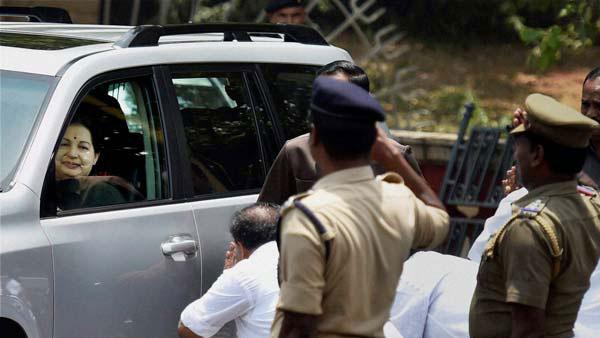 இன்னோவா வேண்டாம்.. அம்மாவின் ஆஸ்தான கார்தான் வேண்டும்.. அமைச்சர் அடம் பிடிப்பதன் ரகசியம் இதுதான்..