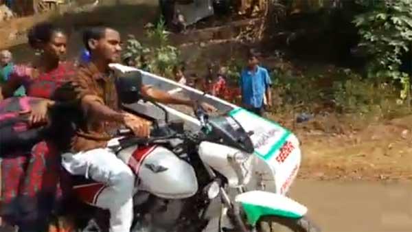 ஆந்திராவில் உயிர் காக்கும் பைக்காக மாறிய பஜாஜ்..!!