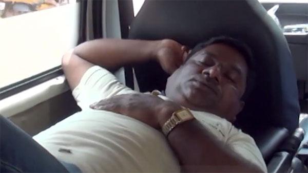 வாய்ல சொன்னா கேக்க மாட்டாங்க... ரோடு போடாத அதிகாரிகளை அலற விட்ட மக்கள்... இந்த ட்ரீட்மெண்ட் புதுசு