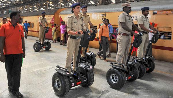 சென்னை சென்ட்ரல் ரயில் நிலையத்தில் போலீசார் செக்வே ஸ்கூட்டரில் ரோந்து!