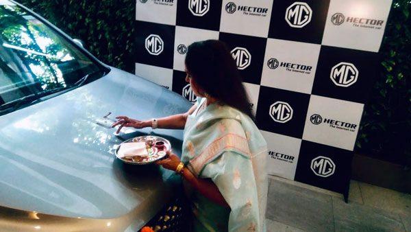 எம்ஜி ஹெக்டர் காரை வாங்கிய பழம் பெரும் நடிகை... யார் என தெரிஞ்சா ஆச்சரியப்படுவீங்க!
