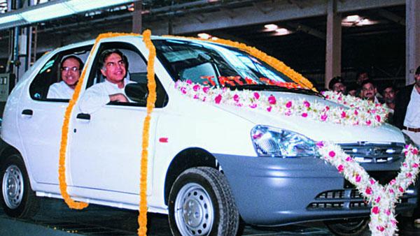 இண்டிகா, சஃபாரி கார்களுடன் ரத்தன் டாடா...!! 1998 ஆட்டோ எக்ஸ்போவில் எடுக்க அரிய வீடியோ...!