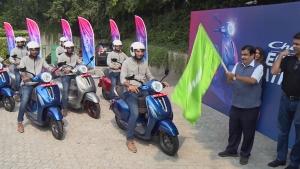 3,000 கிமீ தூரத்தை அசால்ட்டாக கடந்த பஜாஜ் சேத்தக் எலெக்ட்ரிக் ஸ்கூட்டர்!