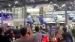 டெஸ்லா கார் மீது ஏறி போராட்டம் நடத்திய இளம்பெண்!
